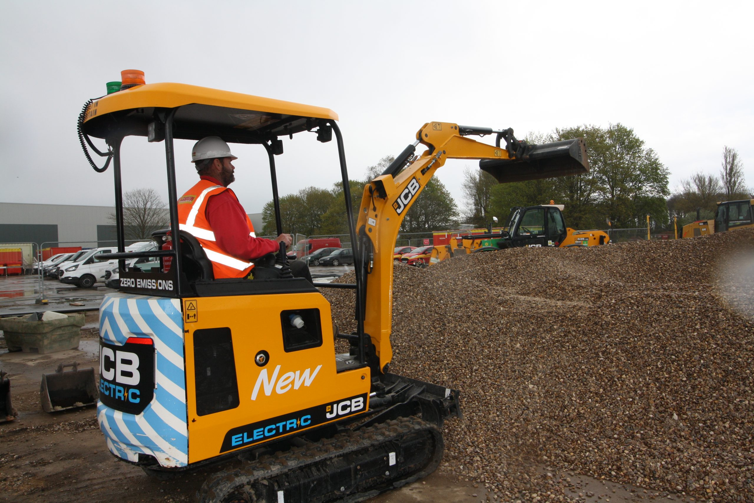 Electric excavator tested on Lincoln construction site